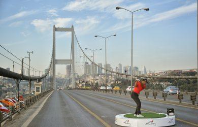 Tiger Woods spiller golf i Istanbul